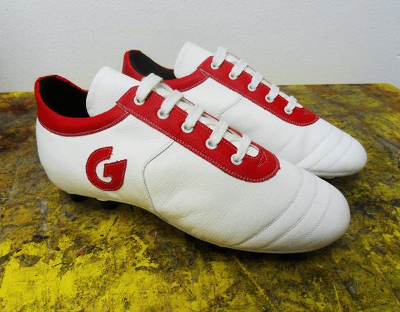 scarpa da calcio con rialzo interno